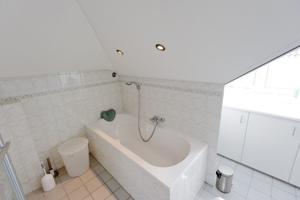 spanplafond plaatsen in de badkamer vraag uw gratis