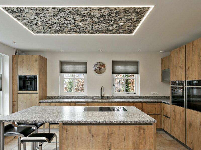 Keukenplafond met verlichting